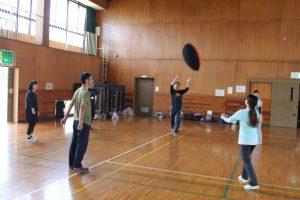 サーブは投げるので投げる練習も必要です!