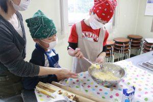こども料理教室クッキー作り & プラバンストラップ作り